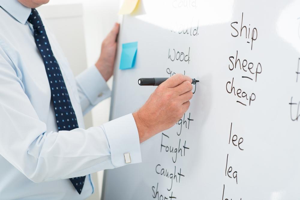 英語を教える男性