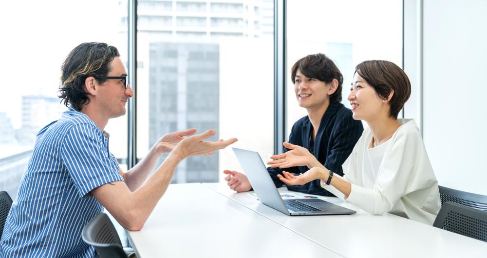 英語を使って会議をする人