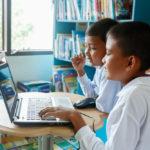 PCで学習する二人